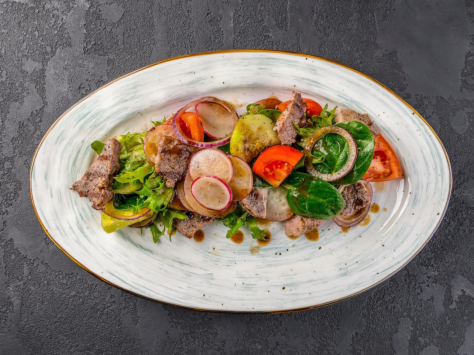 Салат С говядиной и перечным соусом