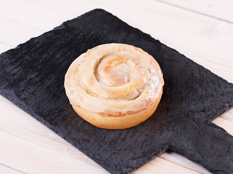 Синнамен с грецким орехом и кленовой помадкой