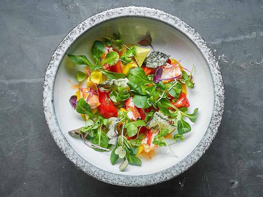 Салат с крабом и тайским манго