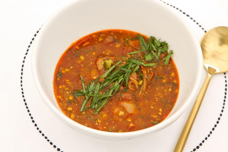 Пряный суп с красной фасолью и цыпленком