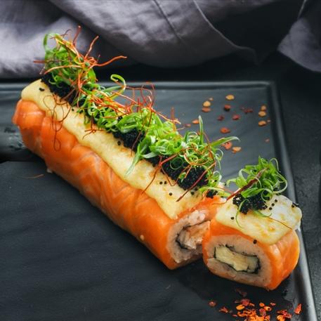 Моцарелла ролл с лососем и крабом