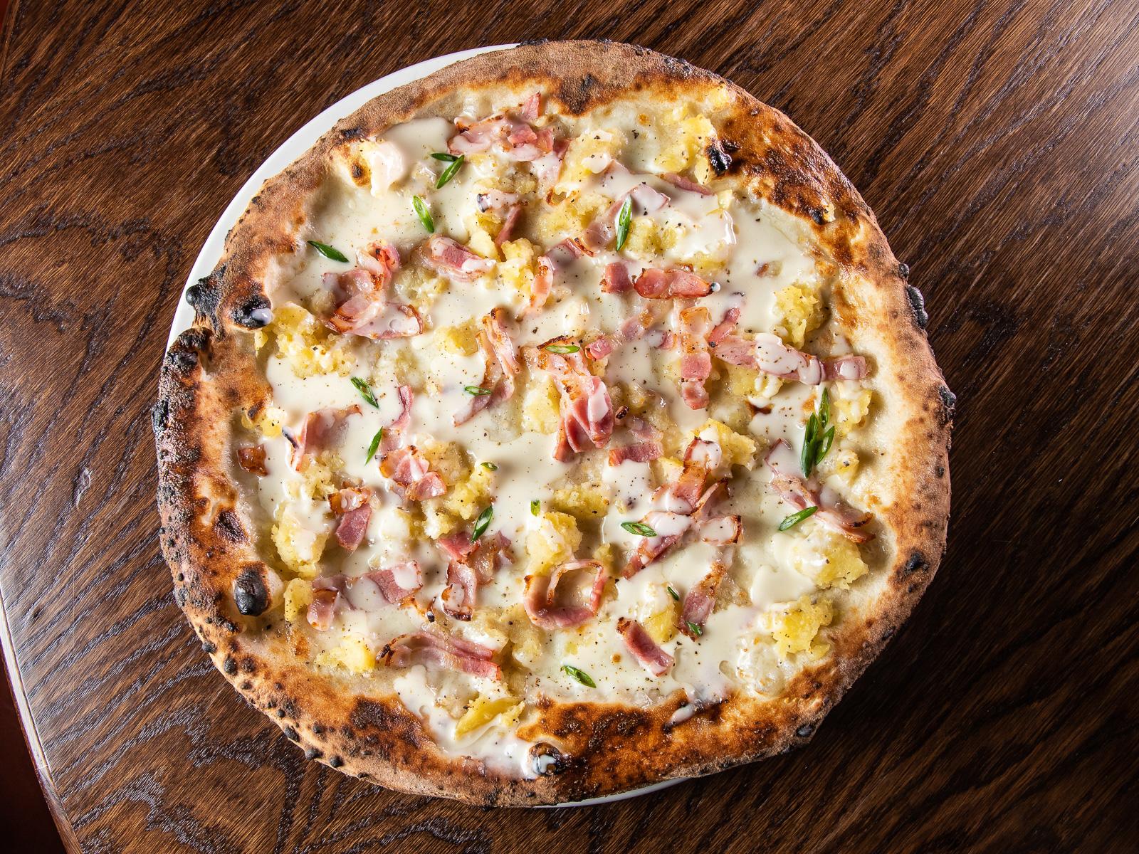 Пицца с беконом и картофелем