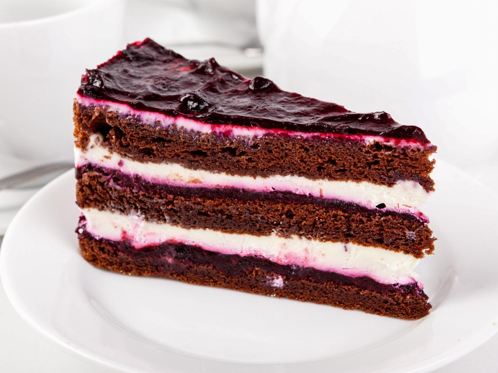 Шоколадно-сырный торт с ягодами