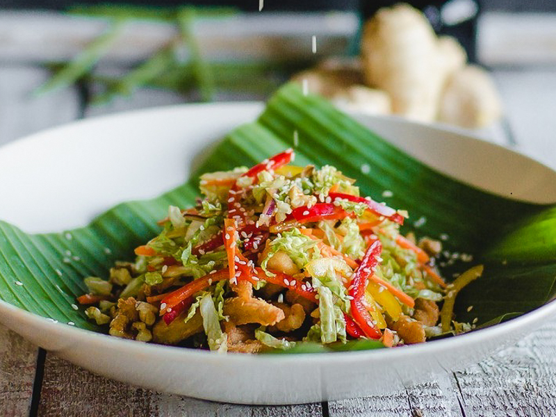 Салат с цыпленком в тайском стиле