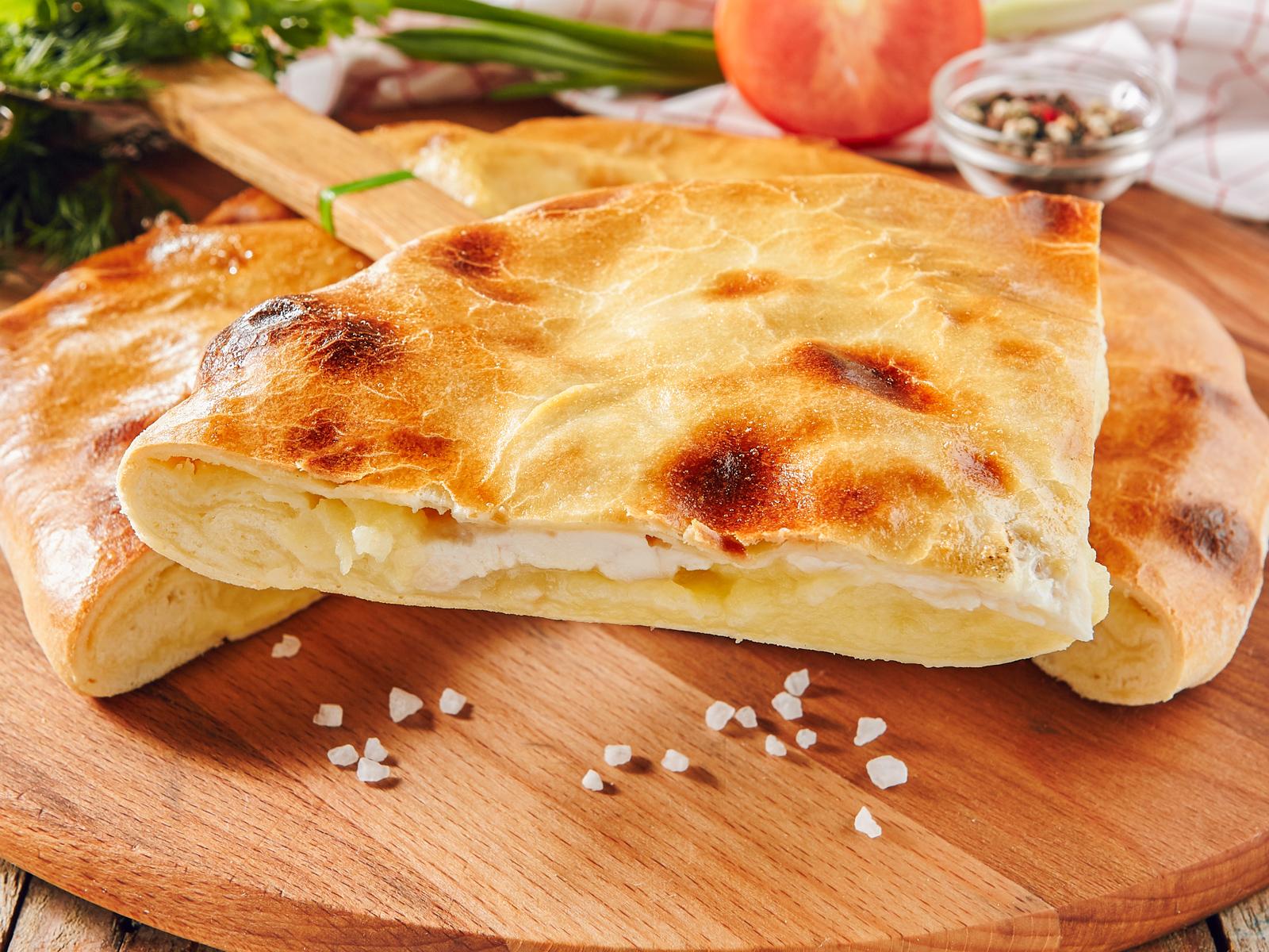Пирог с курицей, картофелем и сыром