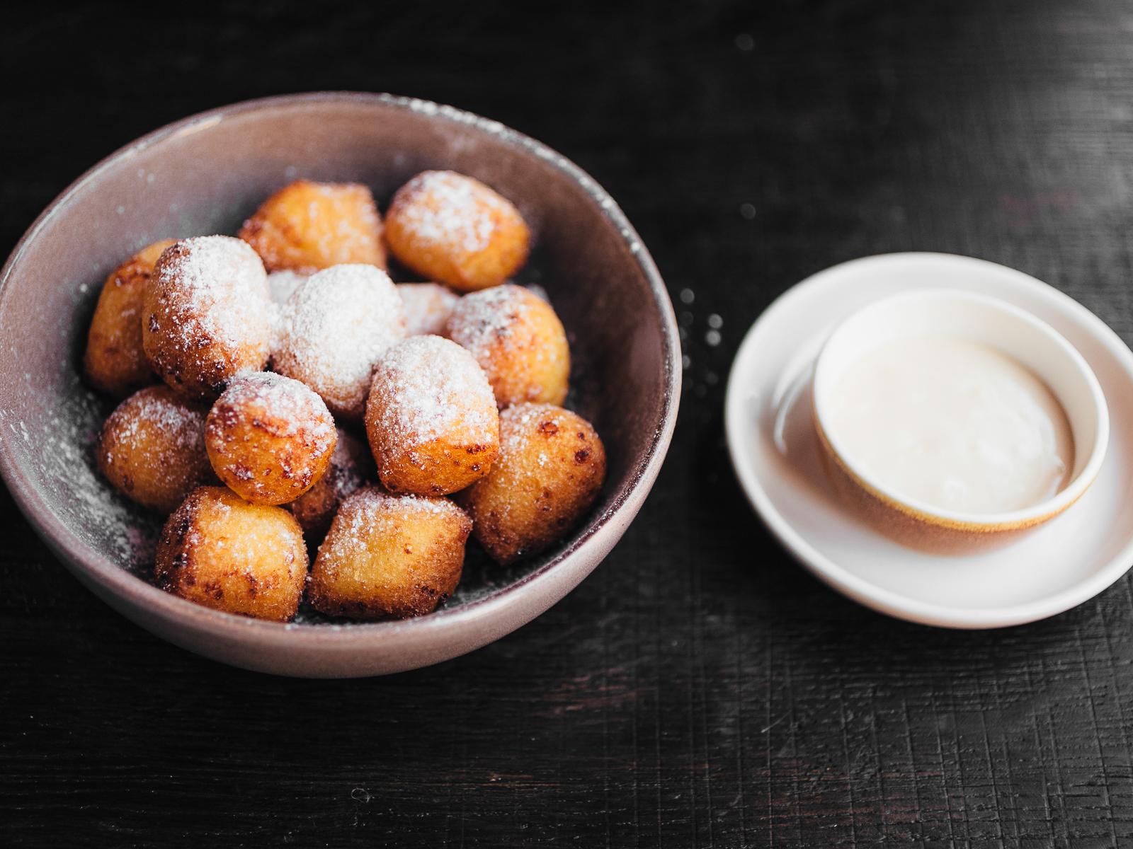 Творожные пончики с кремом из сгущенки