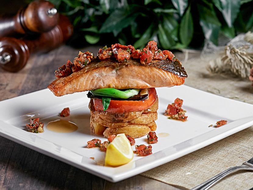 Тальярен из лосося с картофелем и овощами