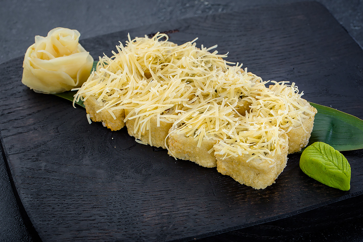 Четыре сыра теплый ролл