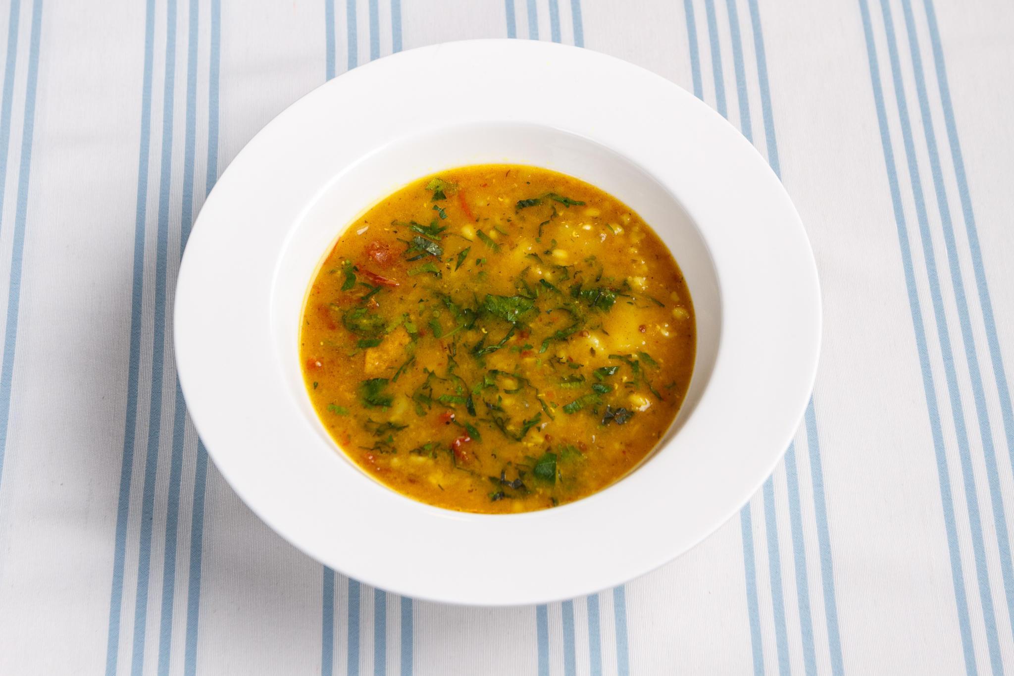 Чечевичный суп с вялеными томатами