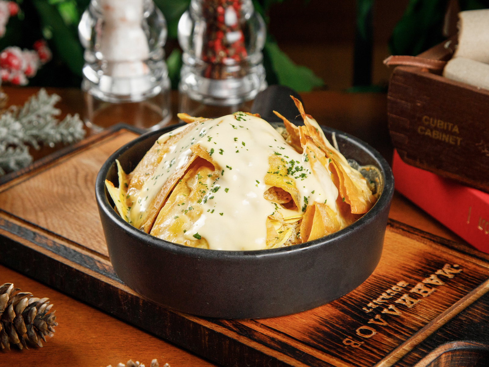 Мачо Начос с овощами и сырным соусом