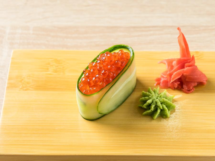 Каппа-суши с икрой лосося