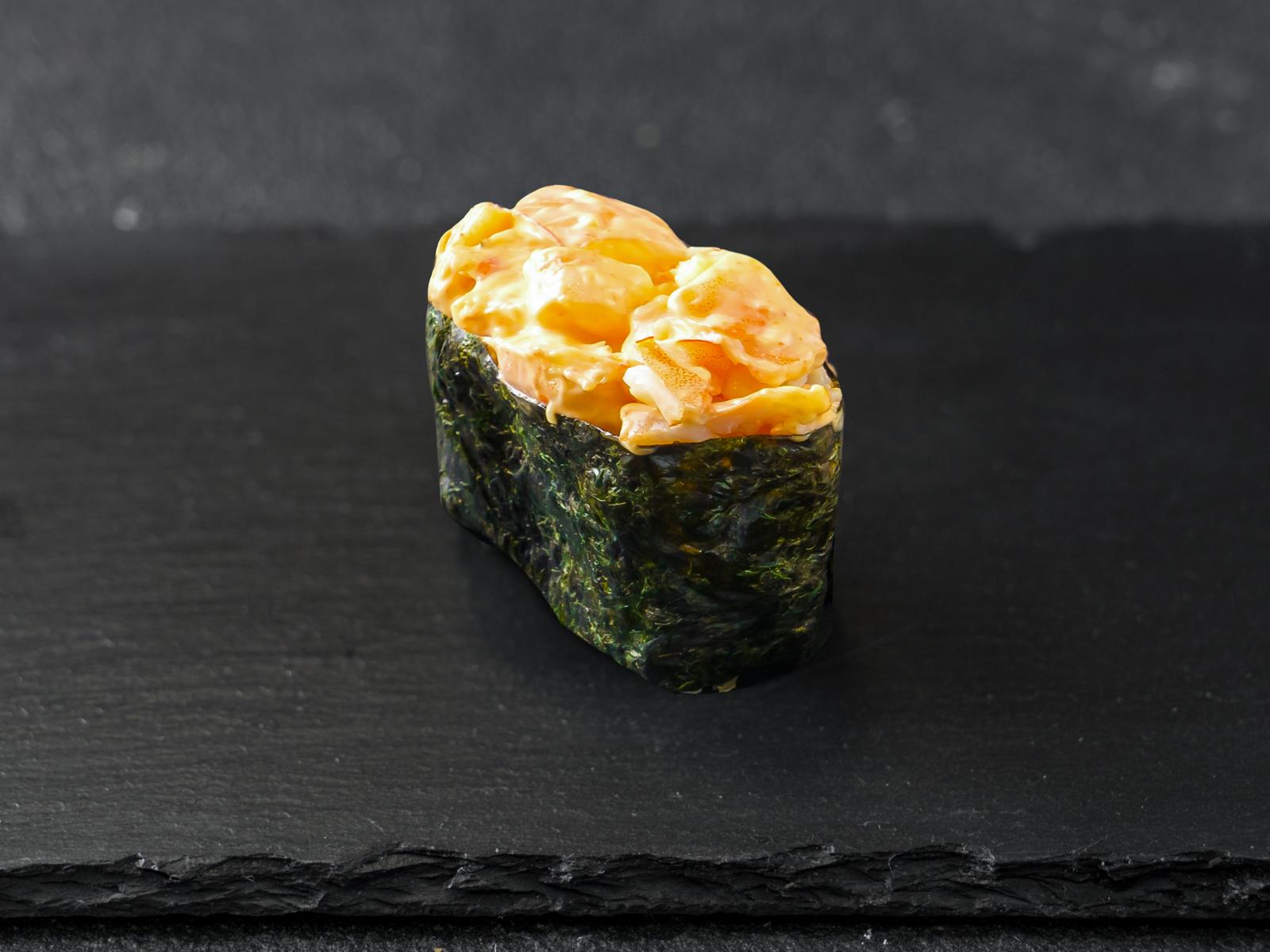 Острые суши с тигровой креветкой