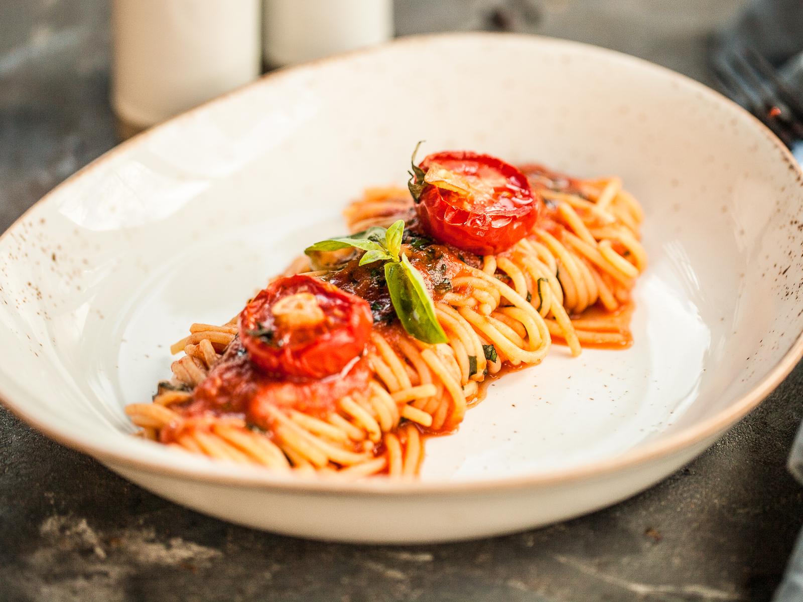 Спагетти с вялеными томатами