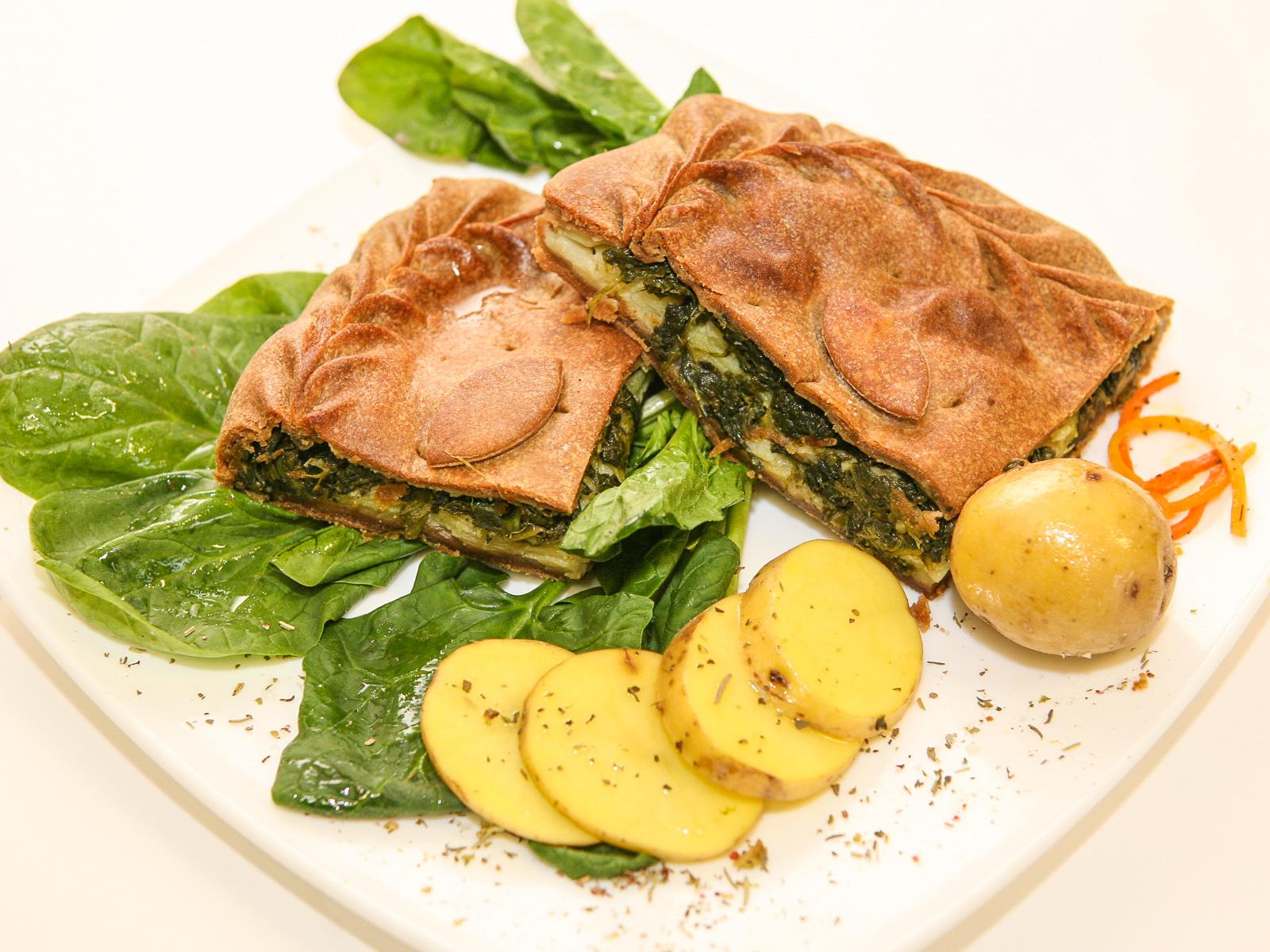 Ржаной пирог со шпинатом и картофелем