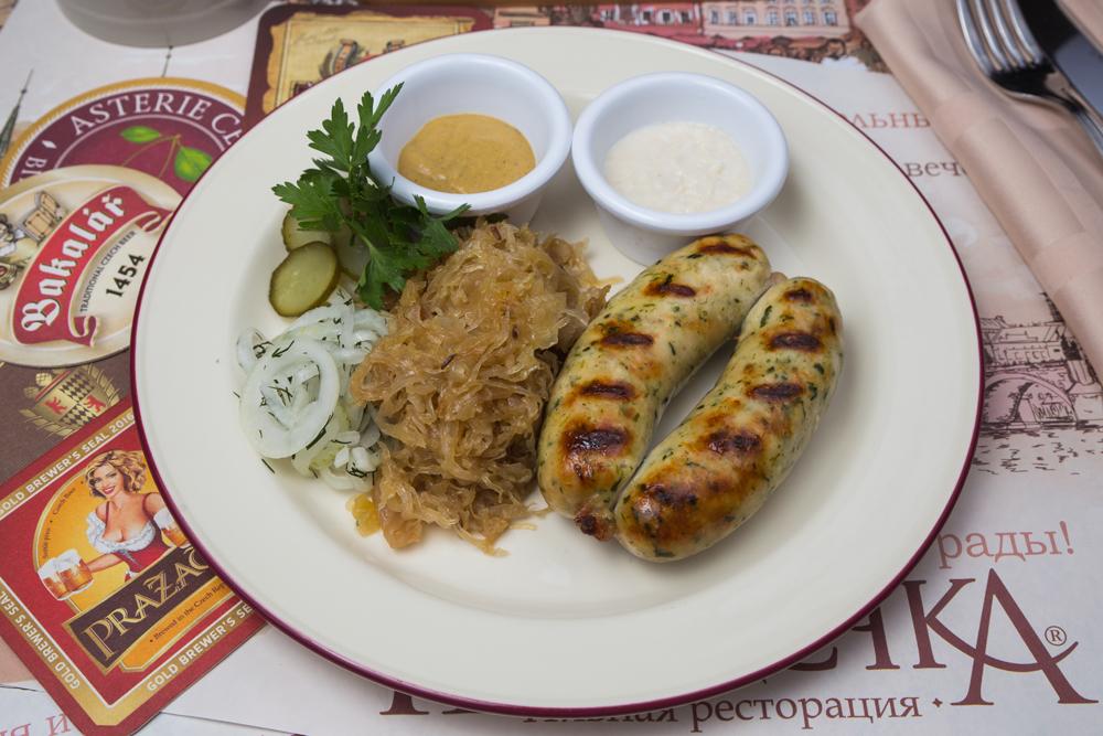 Куриные колбаски со шпинатом