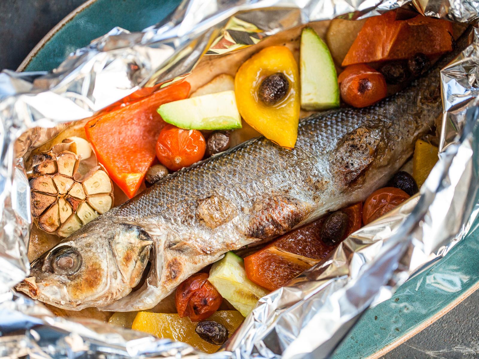 Сибас или дорадо с овощами