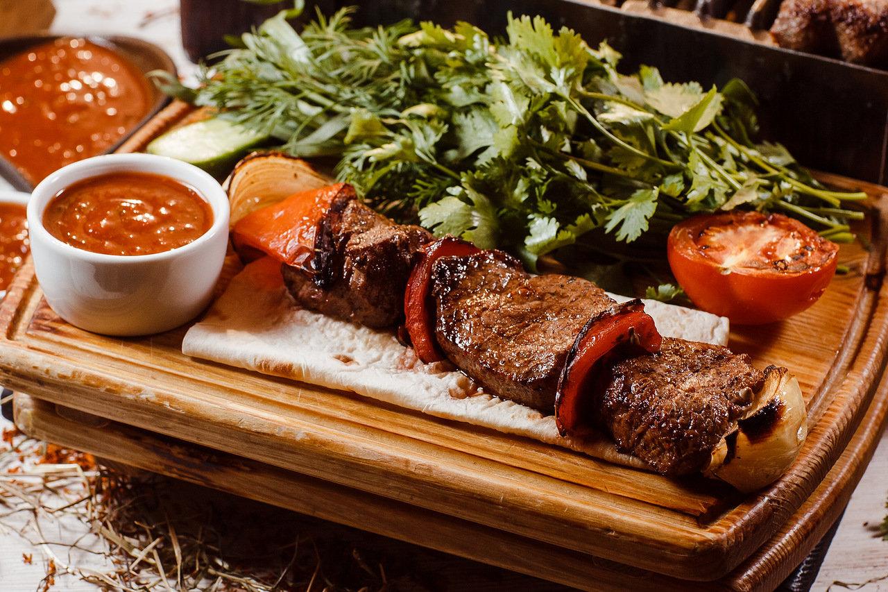 Шашлык из говядины с овощами