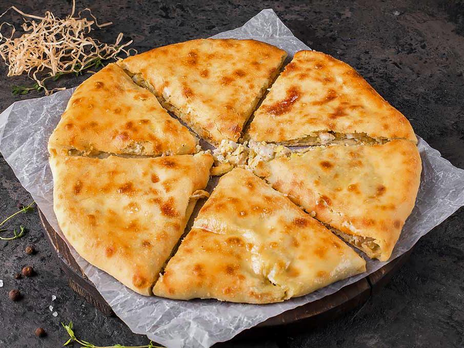 Осетинский пирог с рубленной курицей и картофелем