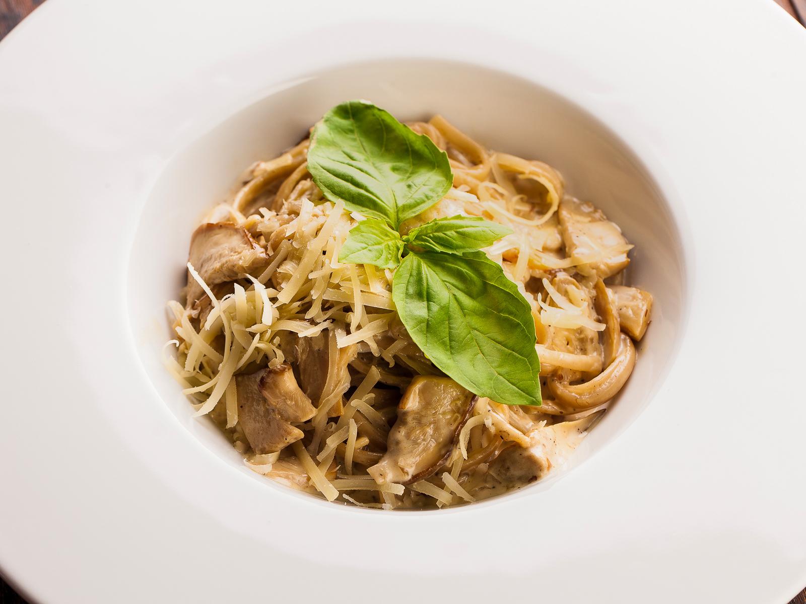 Паста с белыми грибами и трюфельным маслом