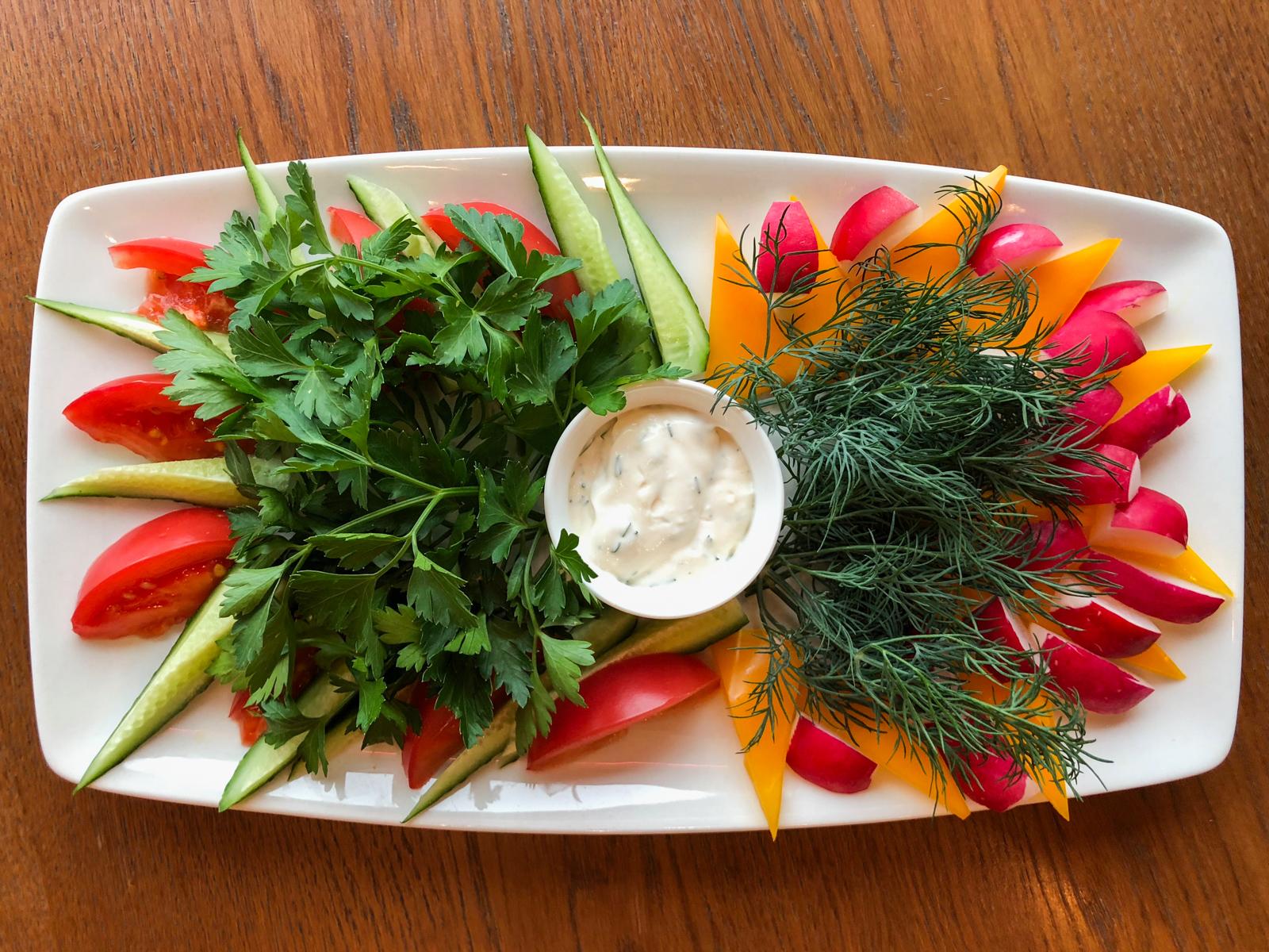 Свежие овощи и зелень с грядки