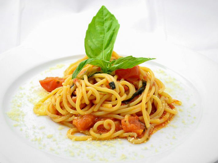 Спагетти Аль помодоро базилико