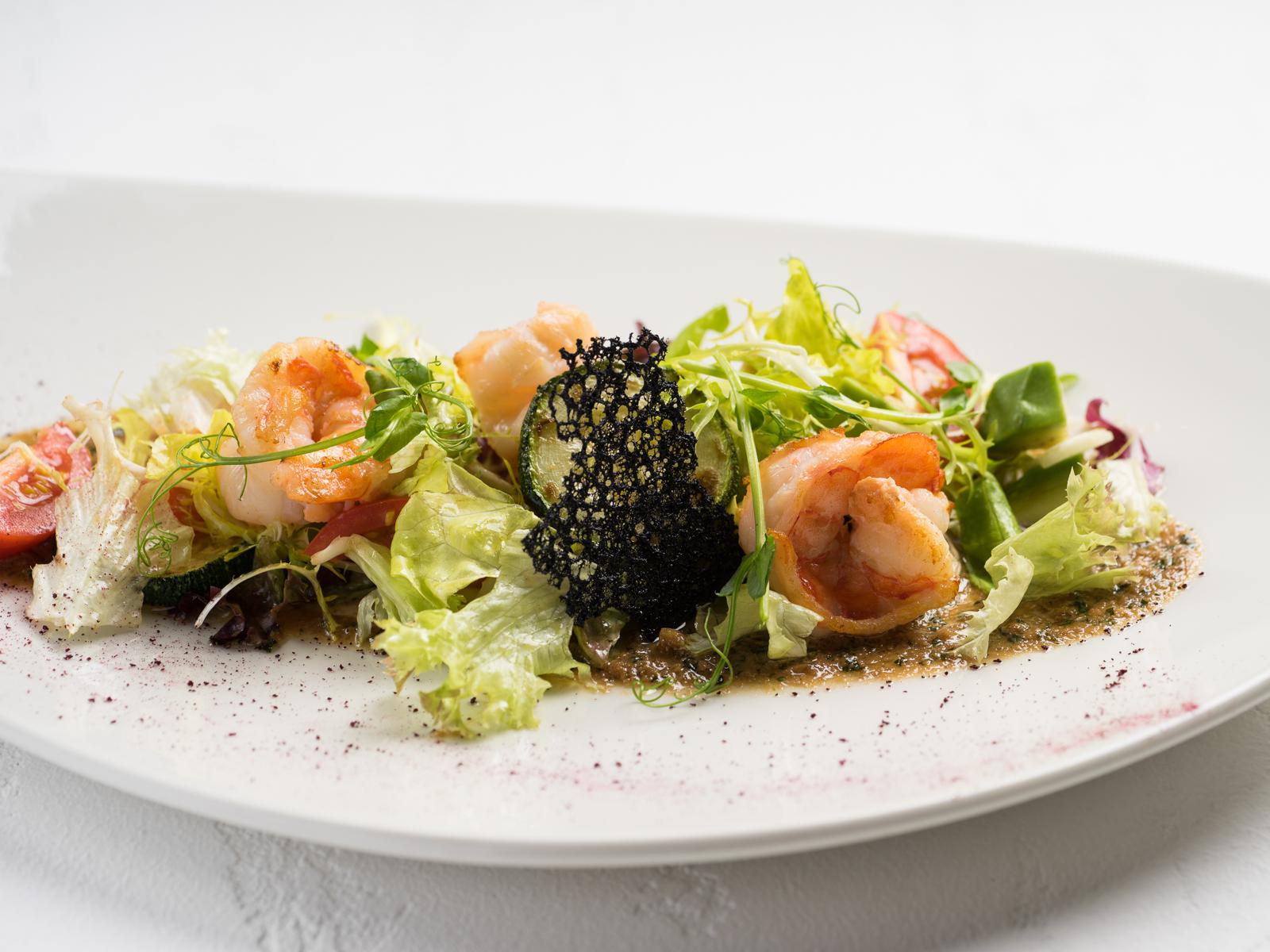 Салат с креветками и цукини-гриль