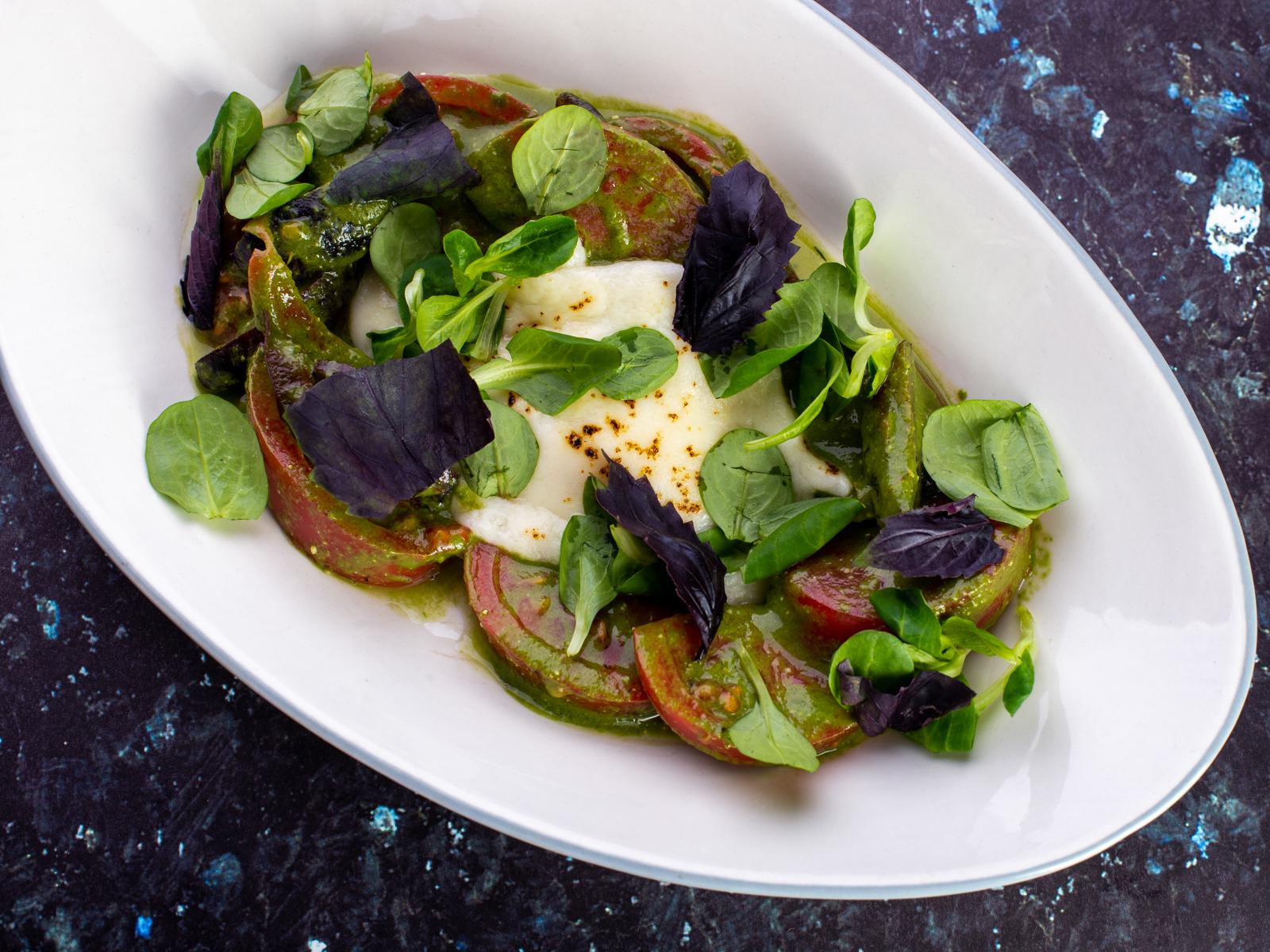 Салат с печеным сулугуни