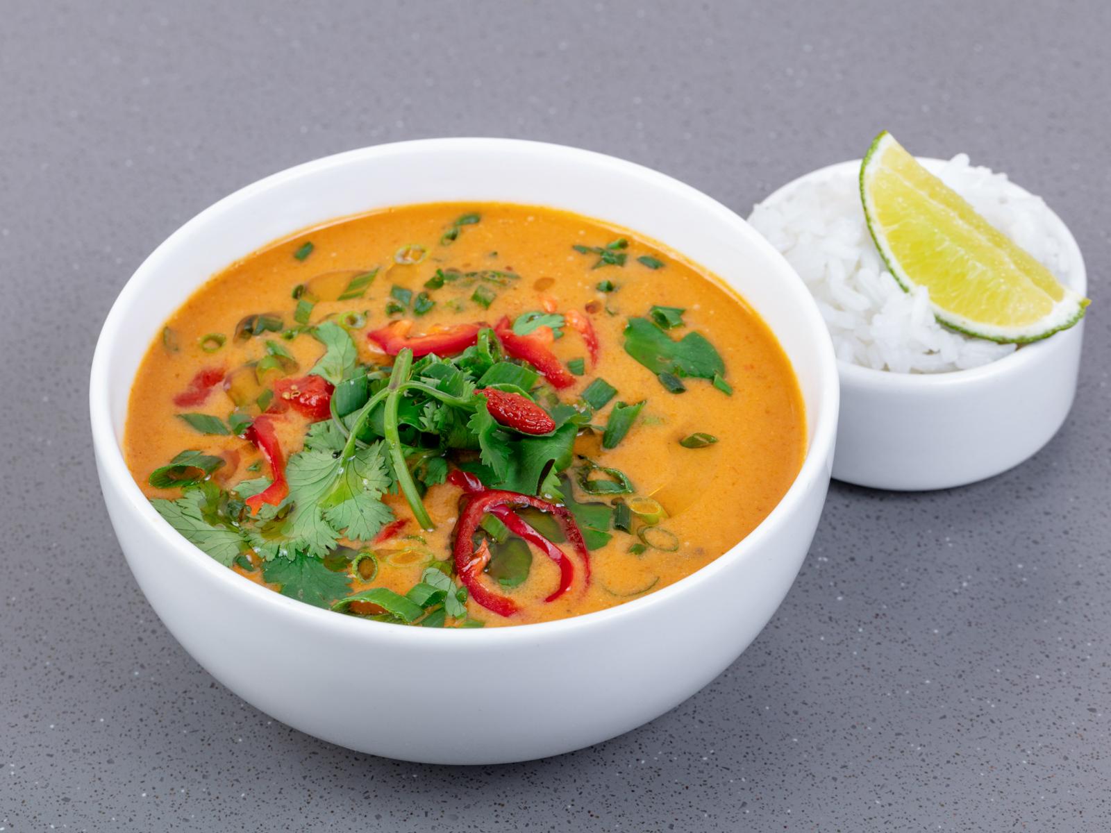 Суп Том-ям с креветками, вешенками и филе трески