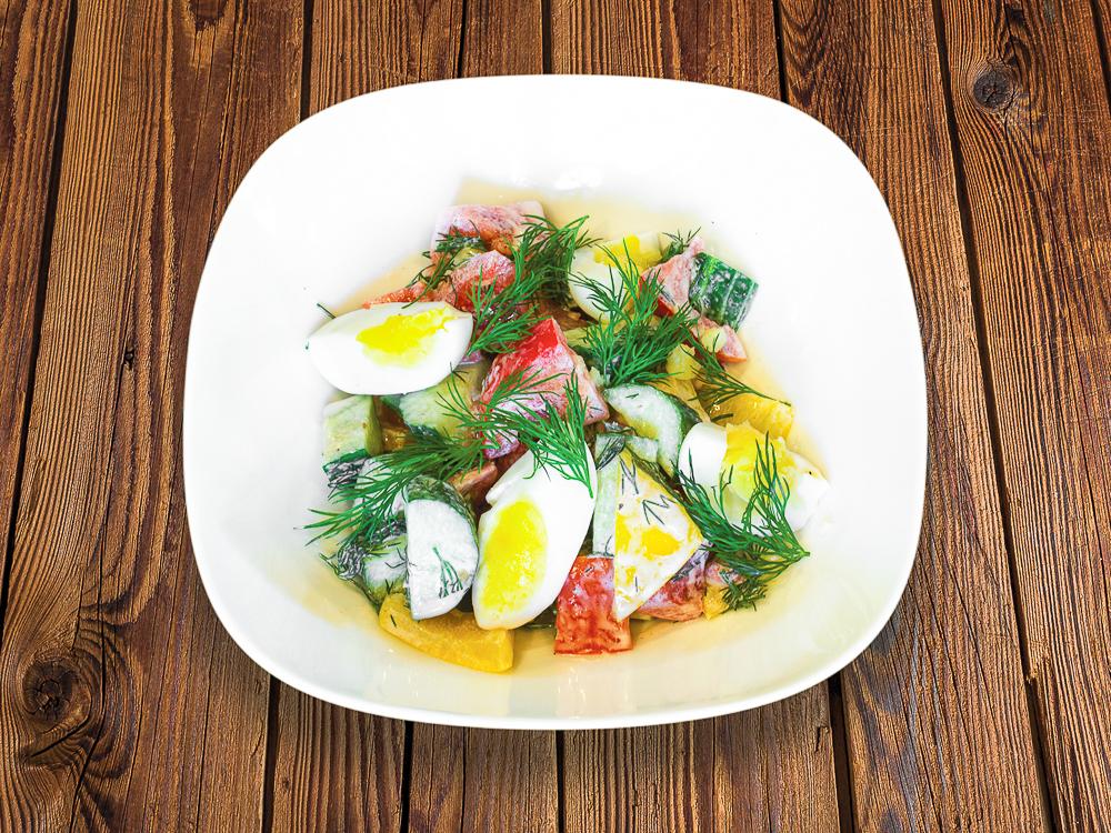 Салат Домашний овощной с яйцом