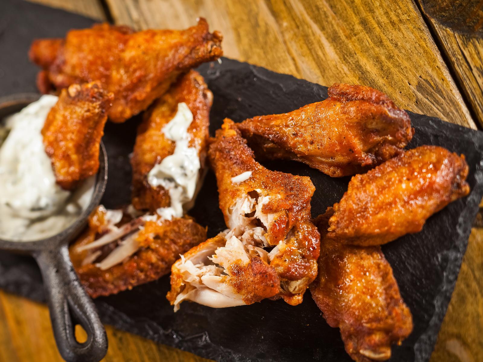 Куриные крылышки с соусом Буффало