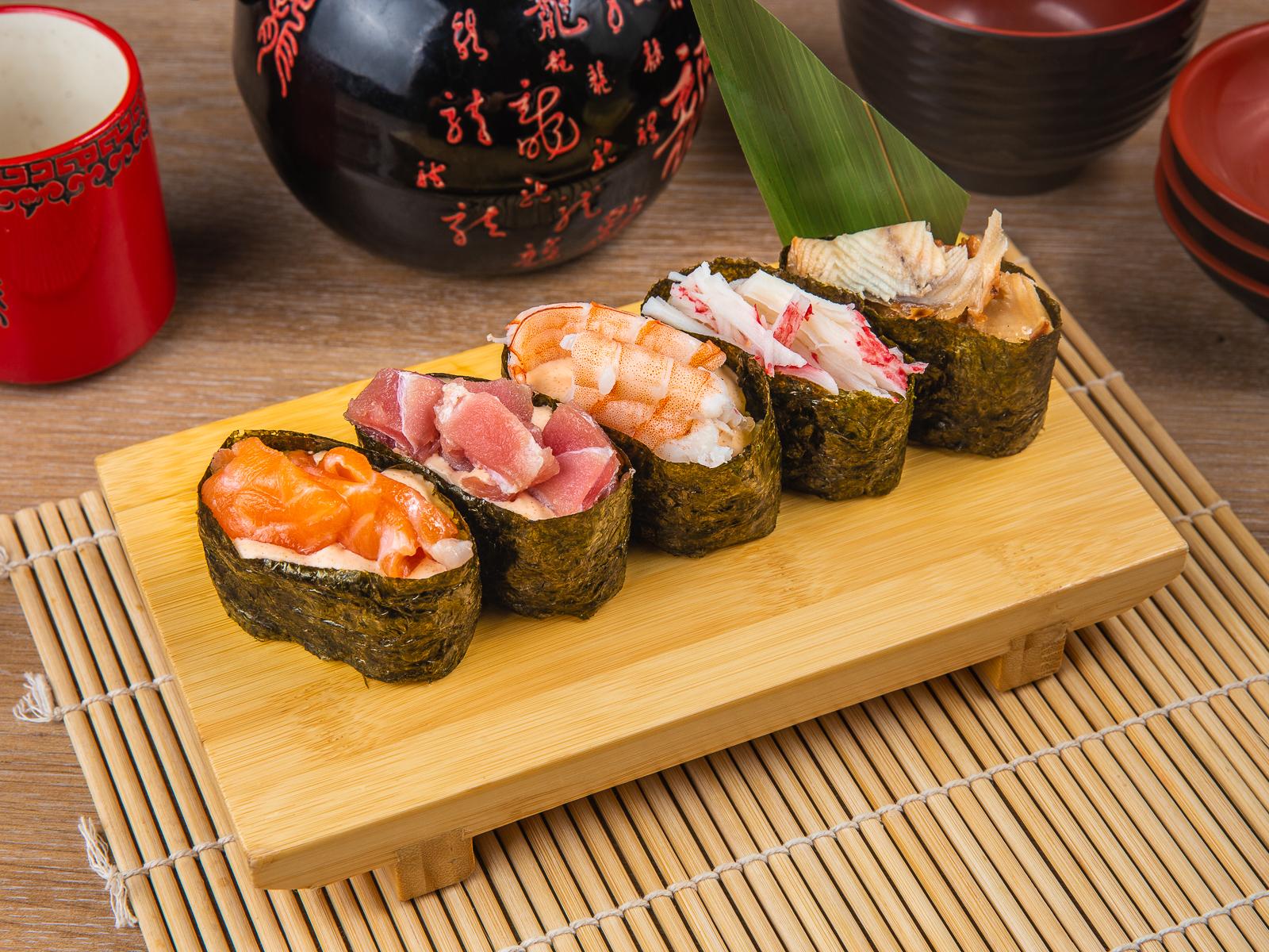 Фирменные острые суши ассорти