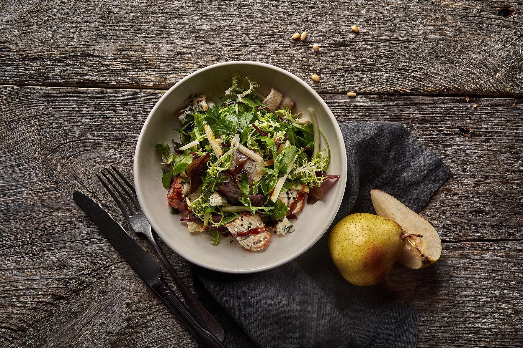 Салат с угрем и горгонзолой