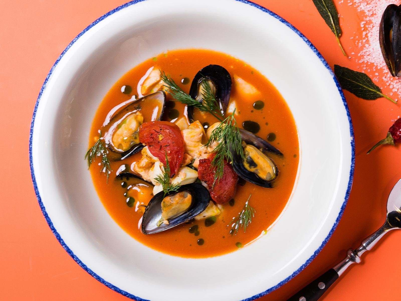 Средиземноморский рыбный суп с морепродуктами
