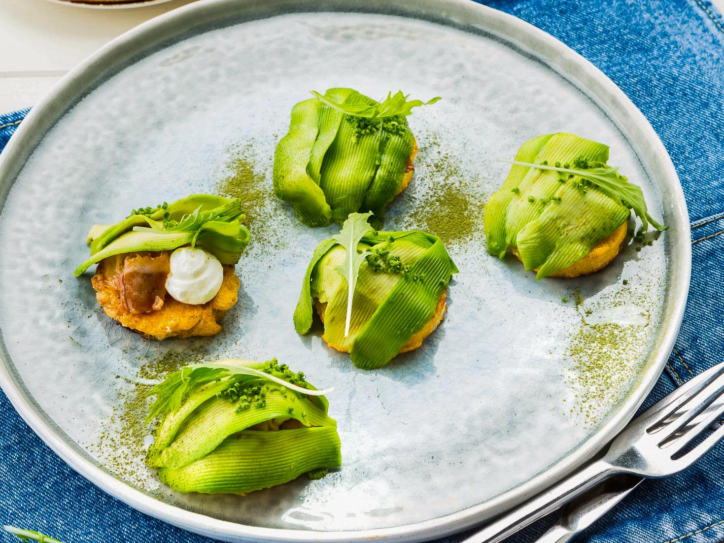 Ленивые равиоли с беконом и авокадо