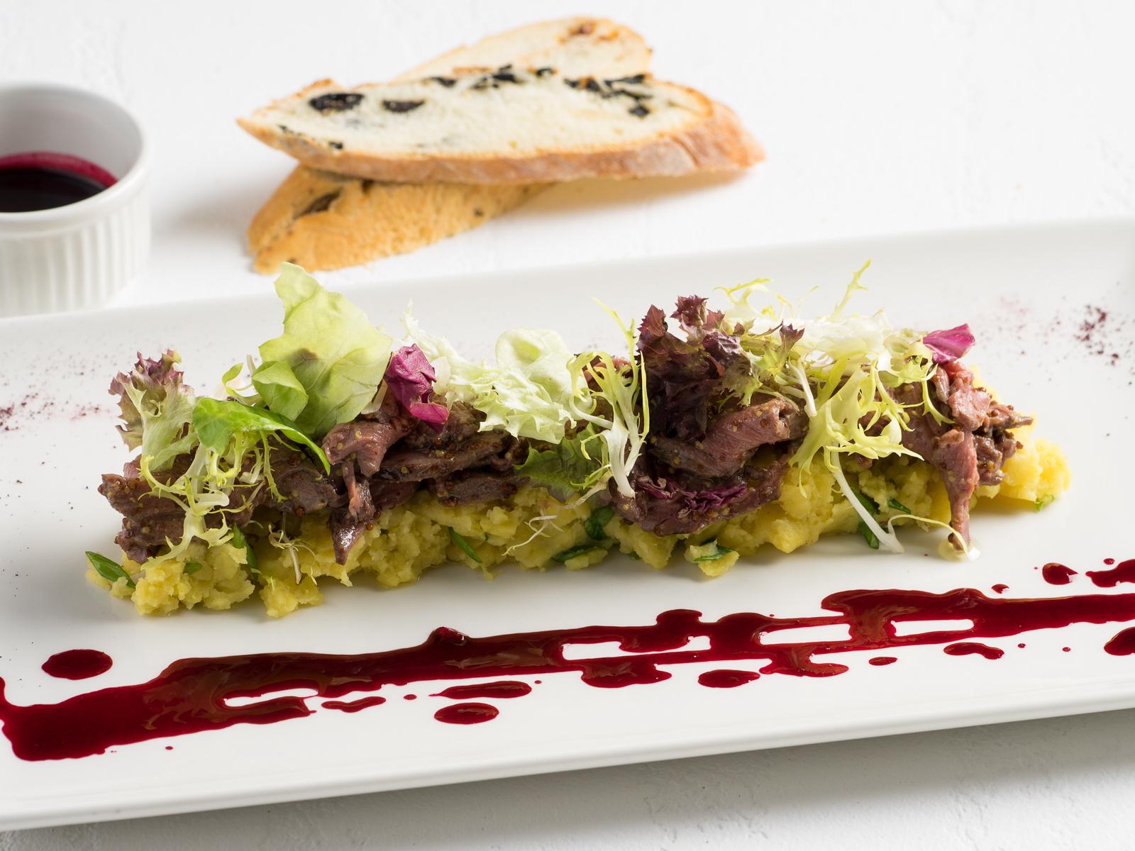 Салат с ростбифом и печеным картофелем