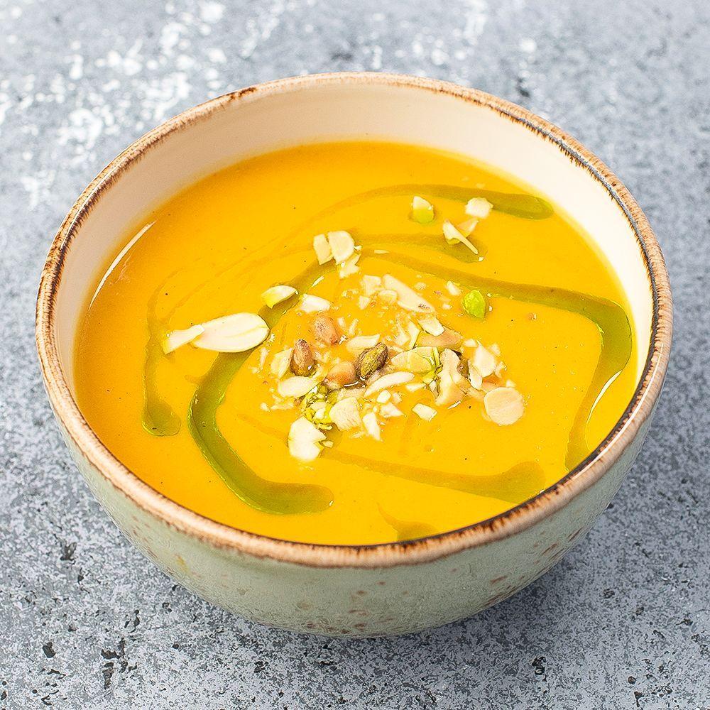 Крем-суп из печеных овощей с кокосовым молоком и орехами