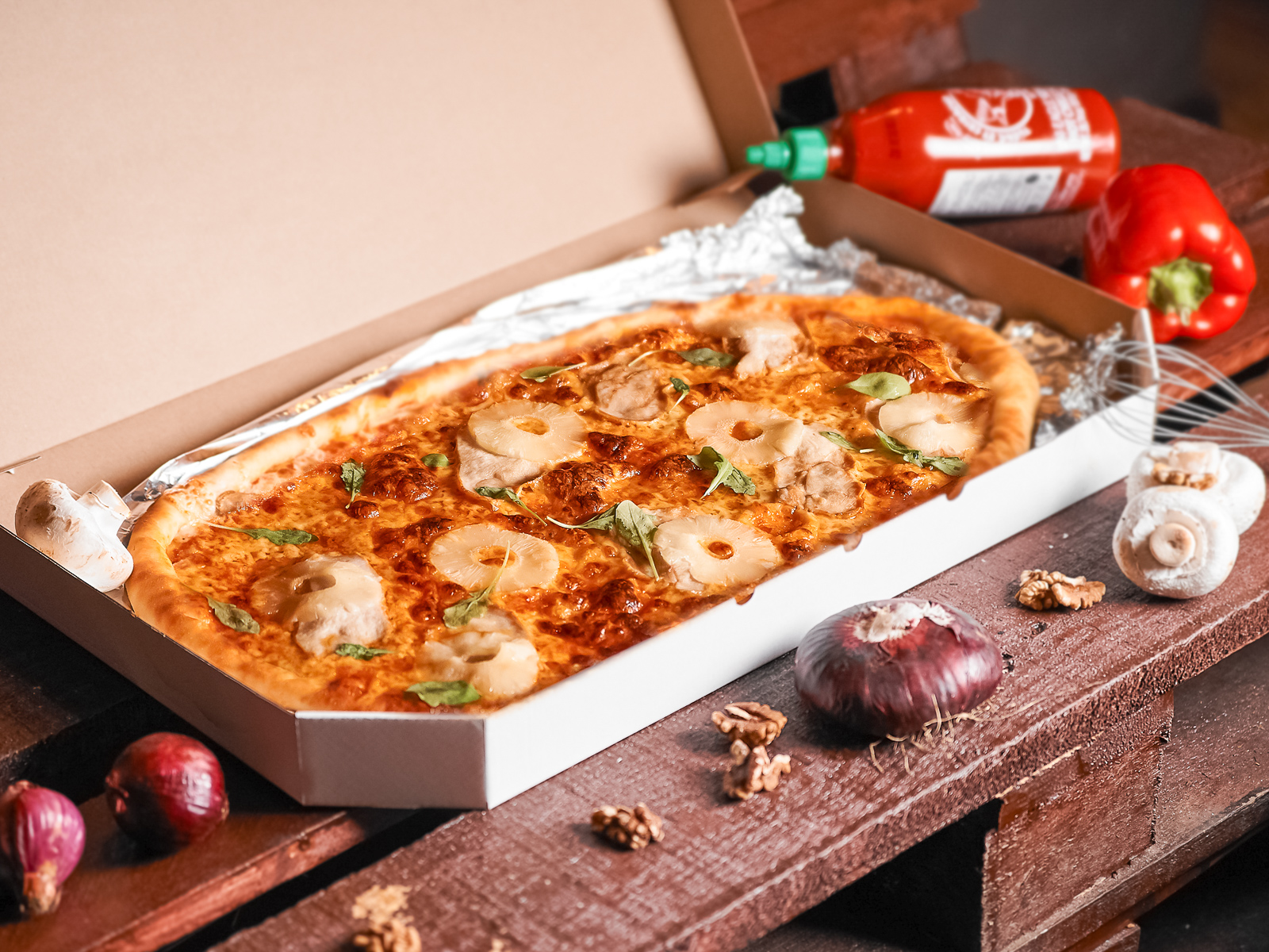Пицца Курица-ананас полуметровая