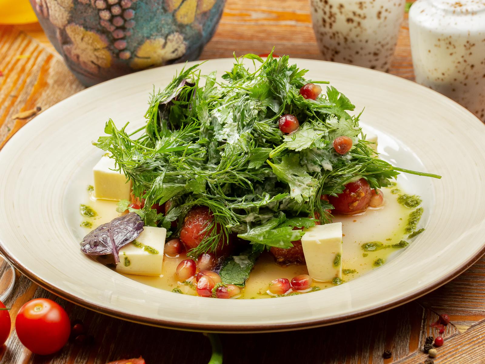 Салат из пряных томатов