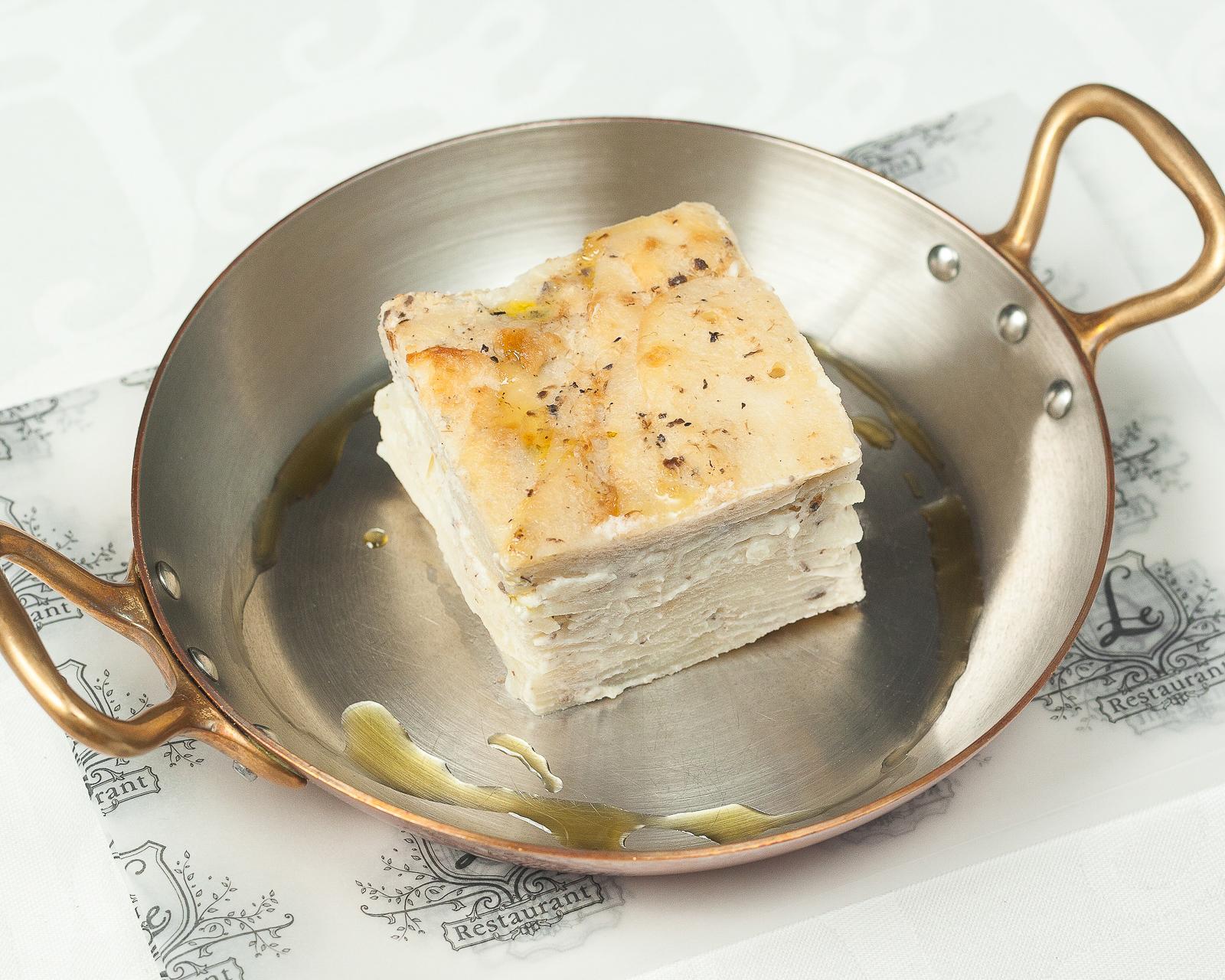 Картофельный гратен с трюфельным соусом