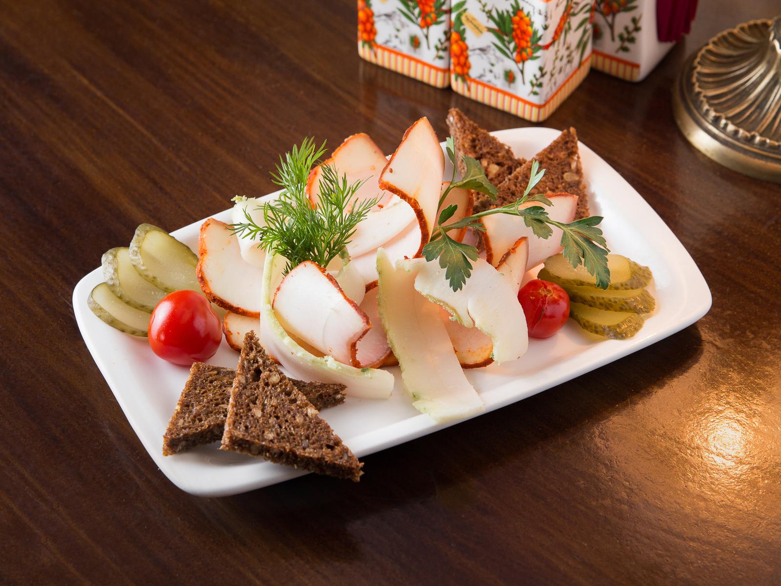 Сало с бородинским хлебом