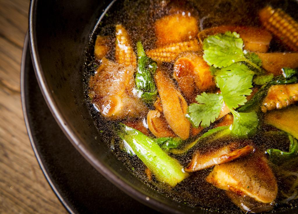 Овощной суп с лапшой и грибами