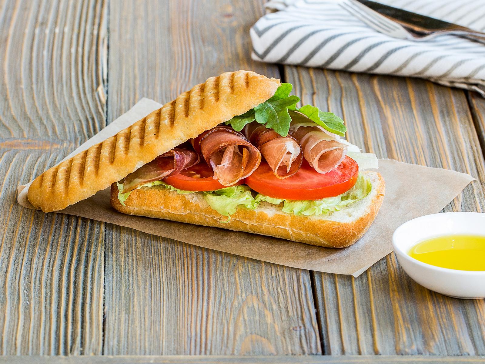 Сэндвич с пармской ветчиной