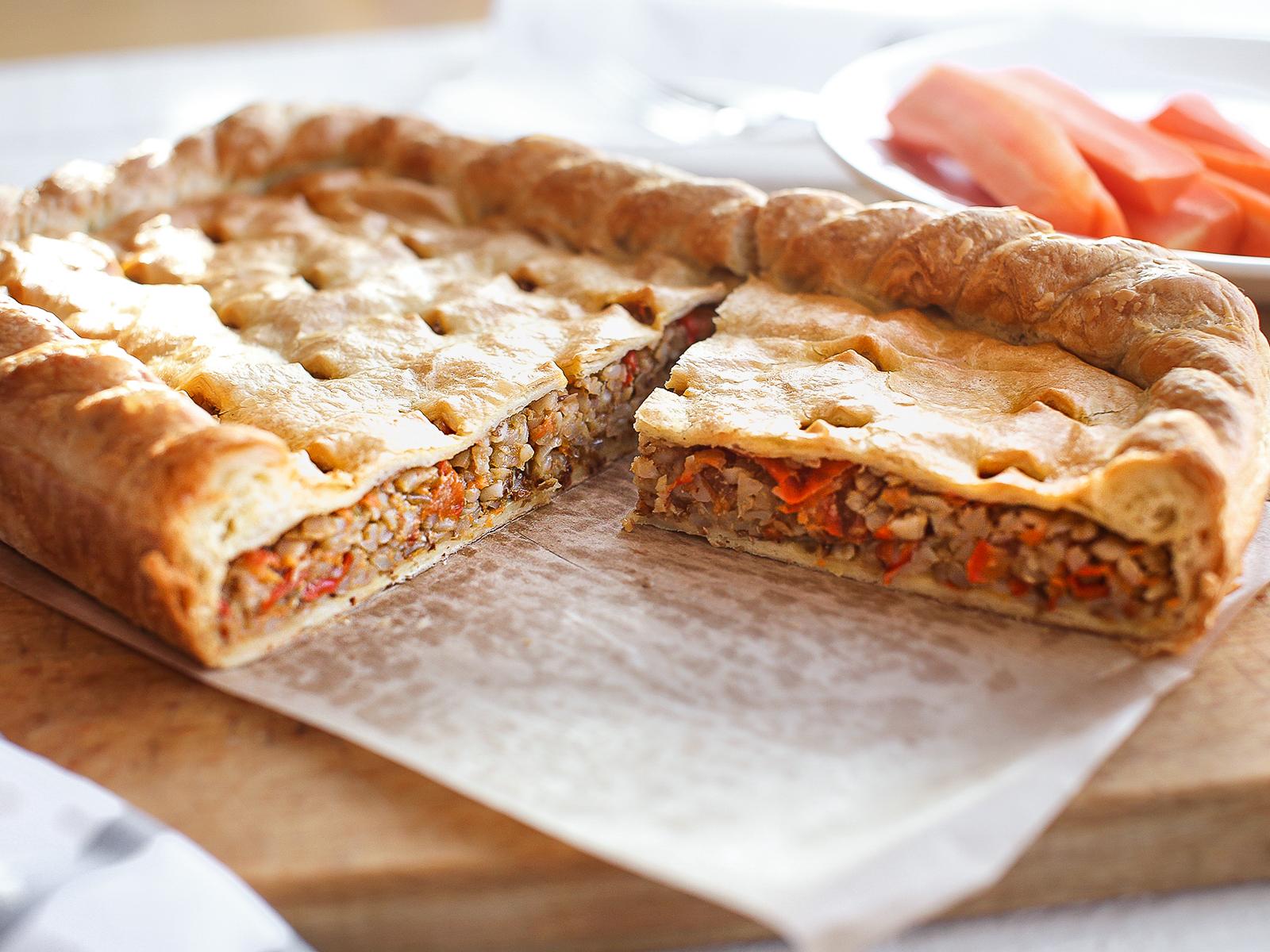 Пирог постный с гречкой и овощами
