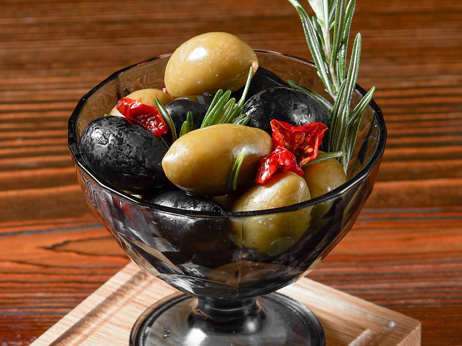 Маслины и оливки гигант