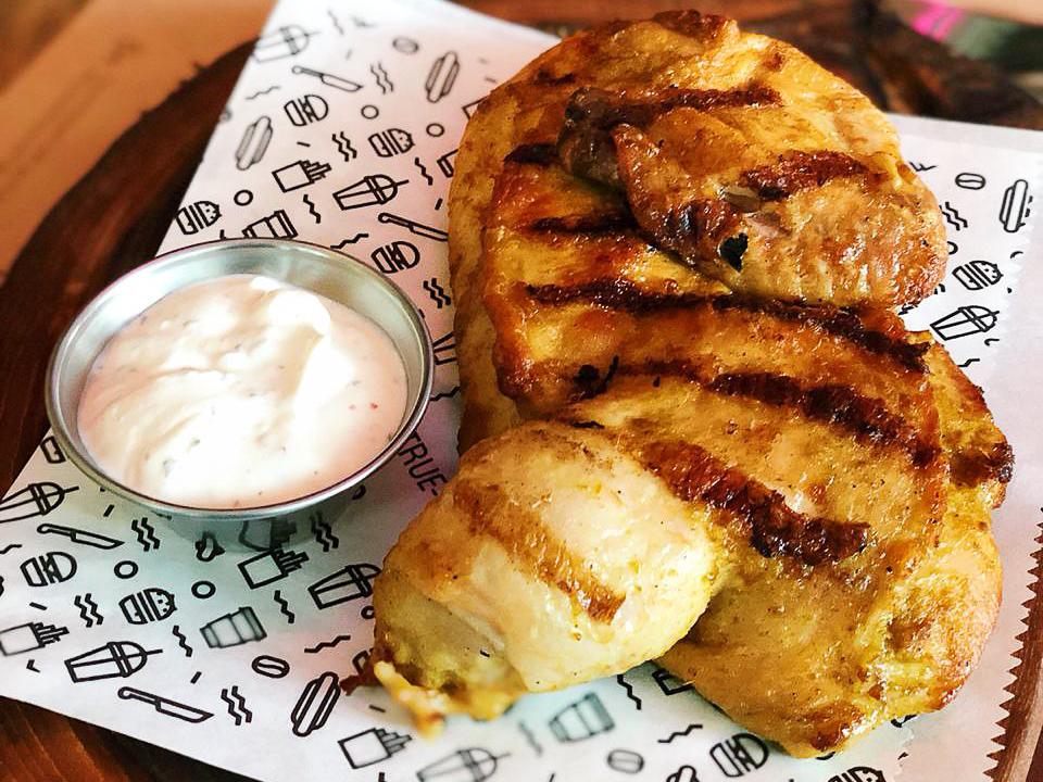 Цыпленок карри с сливочно-мятным соусом