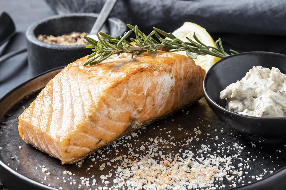 Стейк из лосося с соусом тартар
