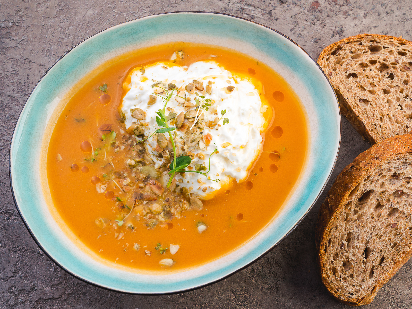 Суп-пюре из тыквы с сырной эспумой