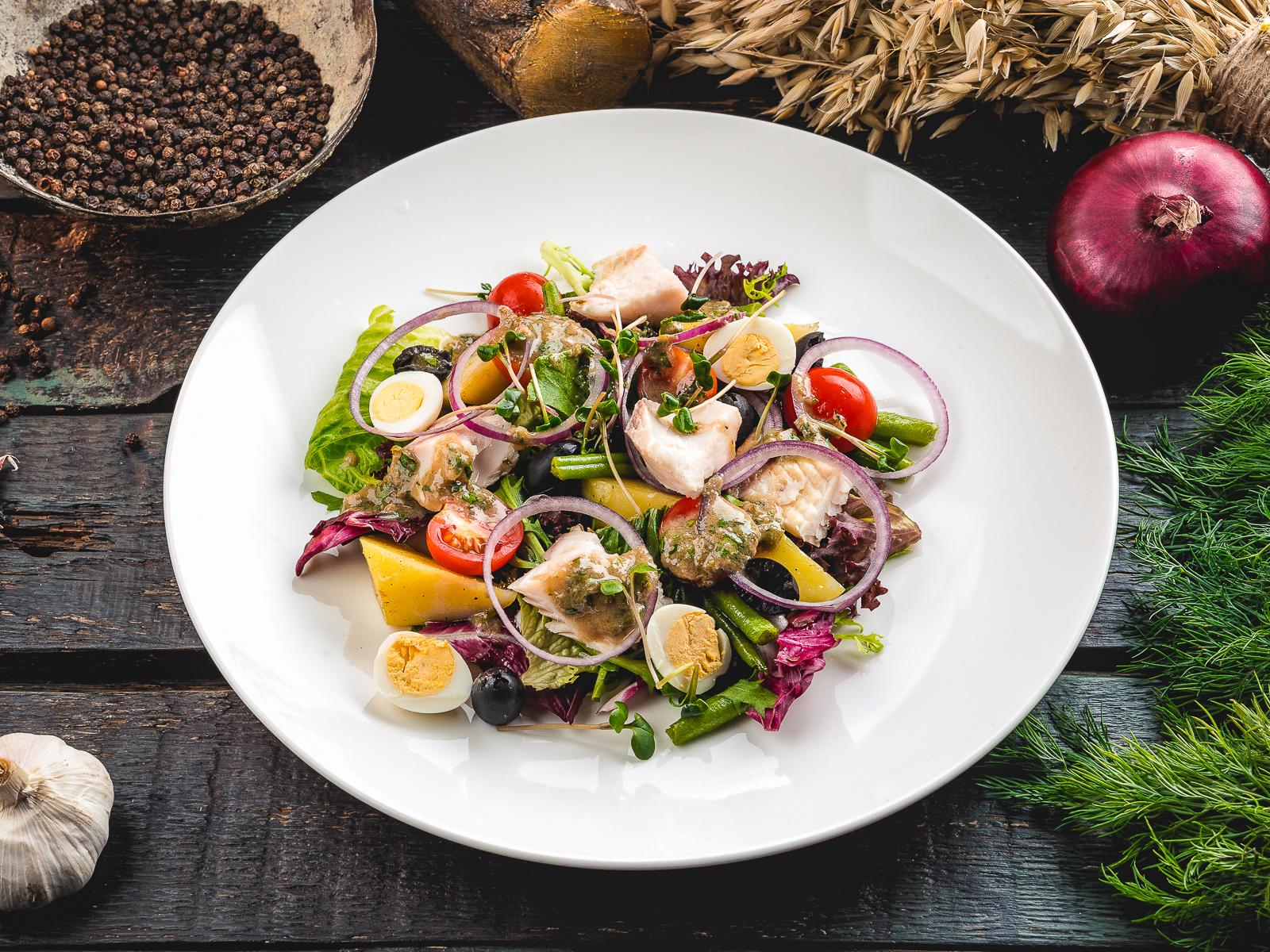 Микс салат с северной рыбой