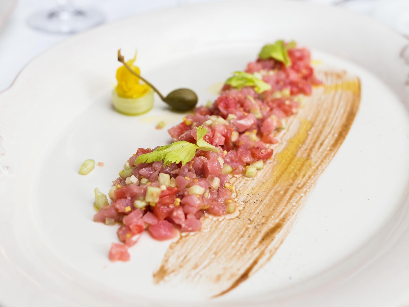 Тартар из тунца с сельдереем и фенхелем