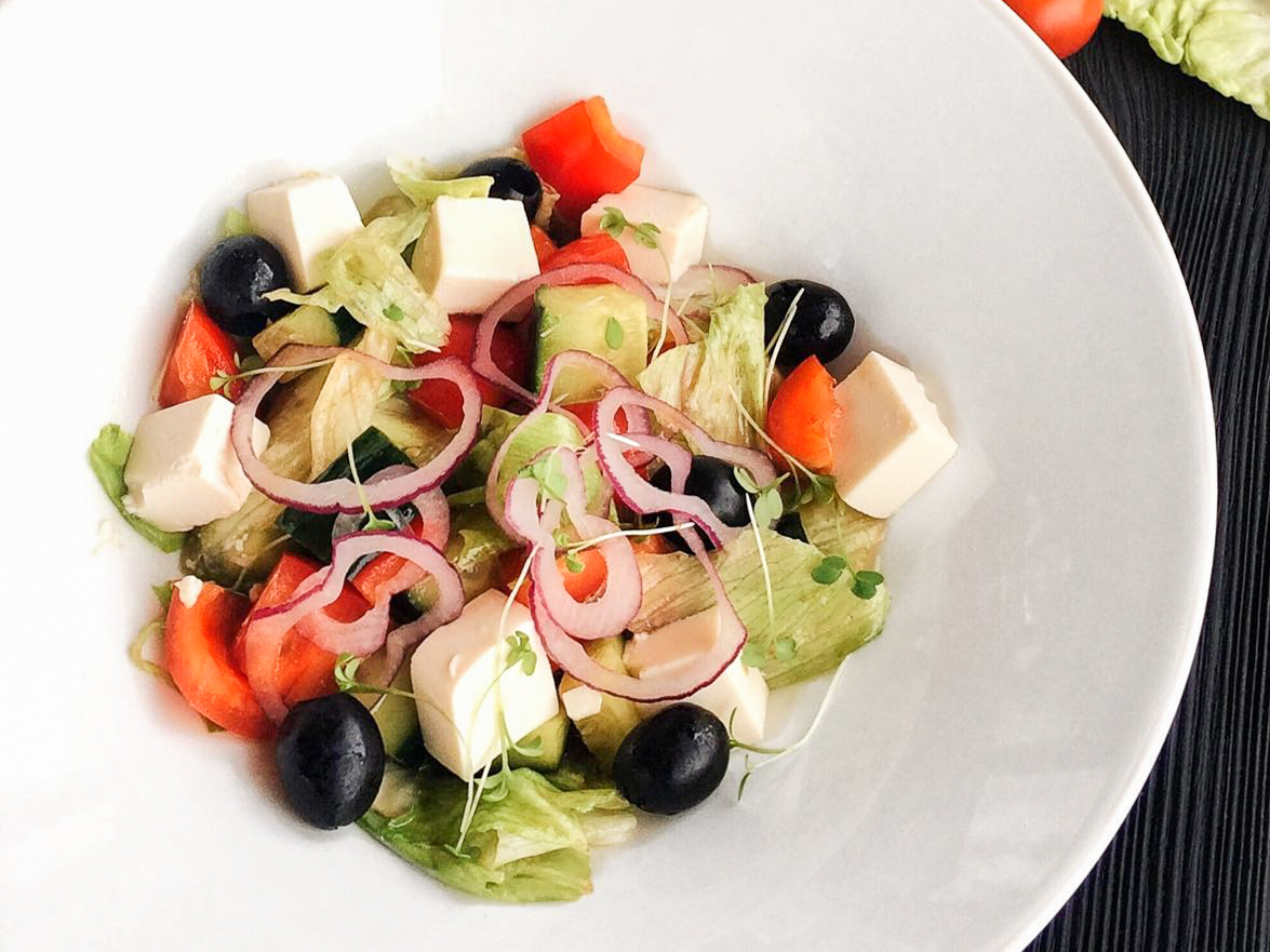 Салат Греческий с сыром Тофу